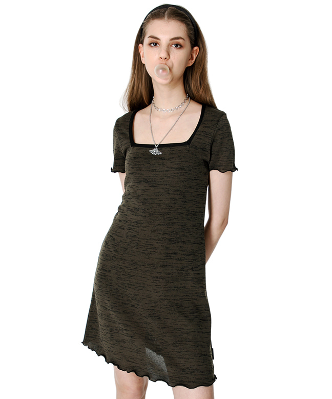 SQUARE NECK KNITTED SLIM DRESS [KHAKI]