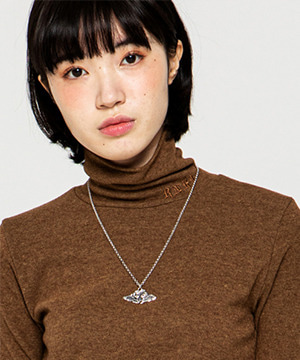 NAPPING TURTLE NECK SLIM TOP [BROWN]