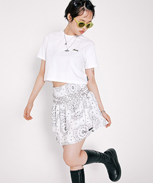 SMOCKED PAISLEY MINI SKIRT [WHITE]