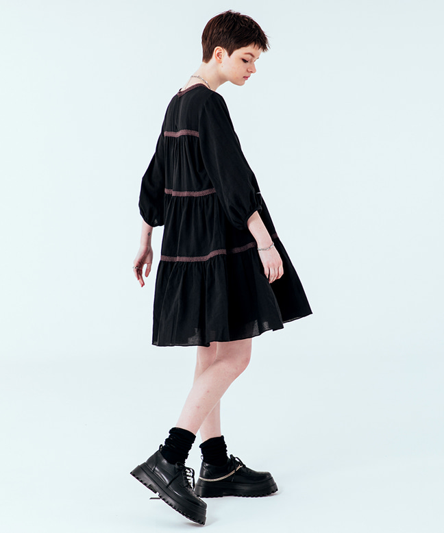 LACE POINT FLARE DRESS [BLACK]