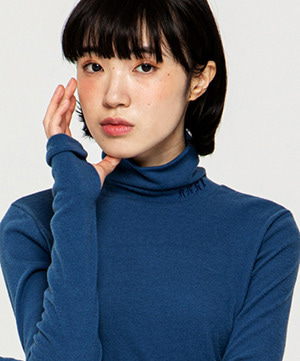 NAPPING TURTLE NECK SLIM TOP [ROYAL BLUE]